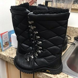 •LOW PRICE RARE• $340 RETAIL TALL UGG SNOW BOOTS